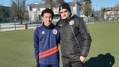 Masato Kudo mit Austra-Coach Robert Micheu
