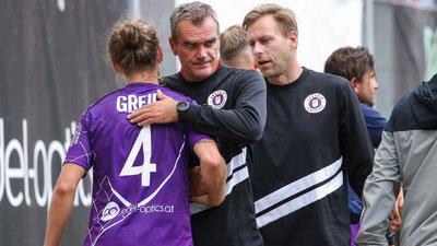 Trainer Robert Micheu tröstet Patrick Greil.