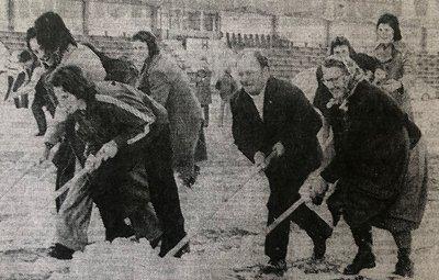 1972 21 11 Spiel gegen Vienna - alte Frau hat Wäsche gewaschen Frau von Platzwart Ribitsch