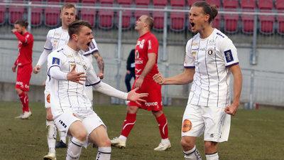 Tim Maciejewski (l.) freut sich mit Patrick Greil