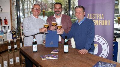 Die Austria-Geschäftsführer Harald Gärtner (l.) und Matthias Imhof (r.) mit Hirter-Chef Niki Riegler.