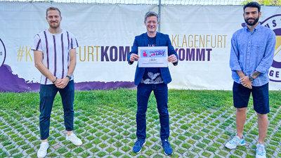 Kosmas Gkezos (l.) und Markus Rusek (r.) mit Landessportdirektor Arno Arthofer