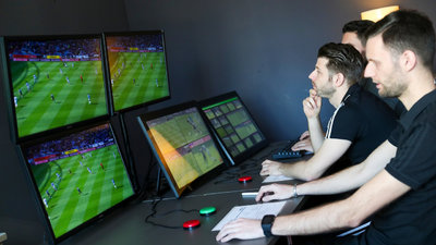 Der Video-Assistent Referee kommt in die Bundesliga