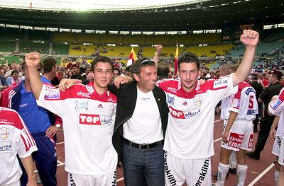 Mario Steiner mit Landeshauptmann Haider und Goalgetter Roli Kollmann
