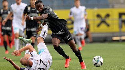 Sturms Kelvin Yeboah setzt sich gegen Nicolas Wimmer durch