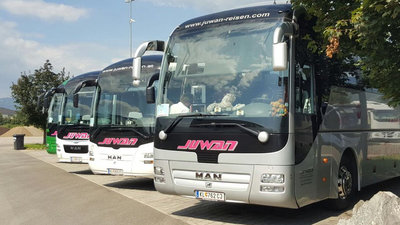 Die Austria und Juwan Reisen bieten einen Bus-Shuttle zum LASK-Spiel an.